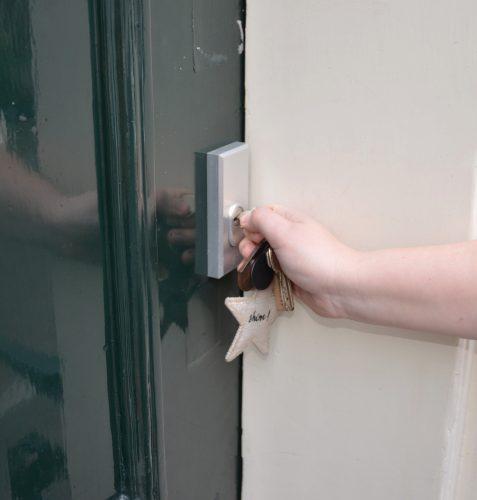 deur openen met een huissleutel